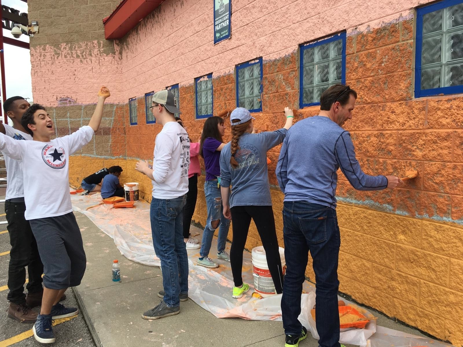 Globe Midwest AI Staff Volunteers at GRANDcorridor Beautification Project